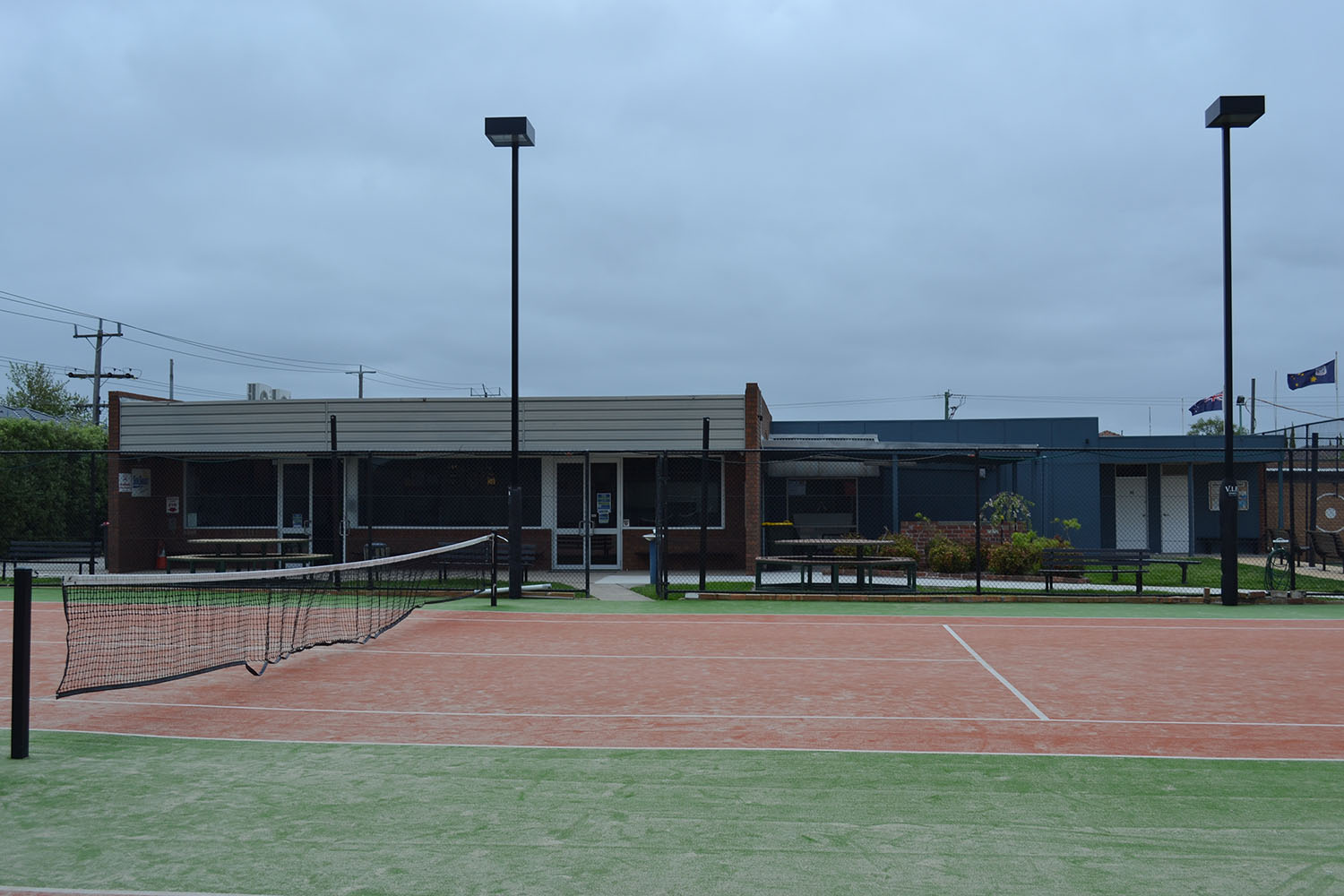 Facing club from front courts